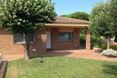 House with swimming pool on Maresme Coast